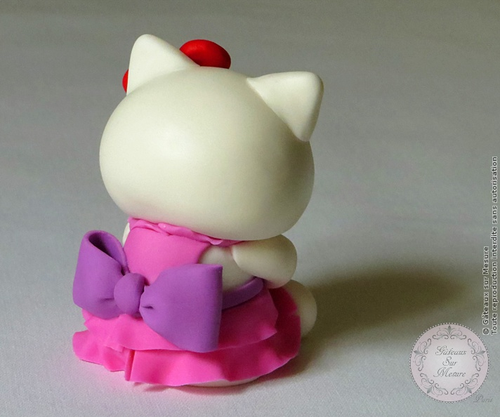 Cake Design - Hello Kitty - Gâteaux sur Mesure Paris - atelier pâte à sucre, cake design, cake design Paris, ecole cake design, figurine, formation cake design, formation professionnelle, France, gateaux spectaculaires, hello kitty, modelage, Paris, patisseries decoratives